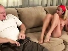 Blonde mega-slut gets her sole tongued
