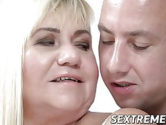 Mature Pam Pink makes youthfull boner puddle its load