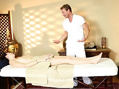 Babe tempted by horny hunky masseur